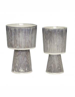 Doniczki ceramiczne na stojaku