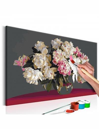 Przykład jak malować kwiaty w wazonie za pomocą pędzla i farby